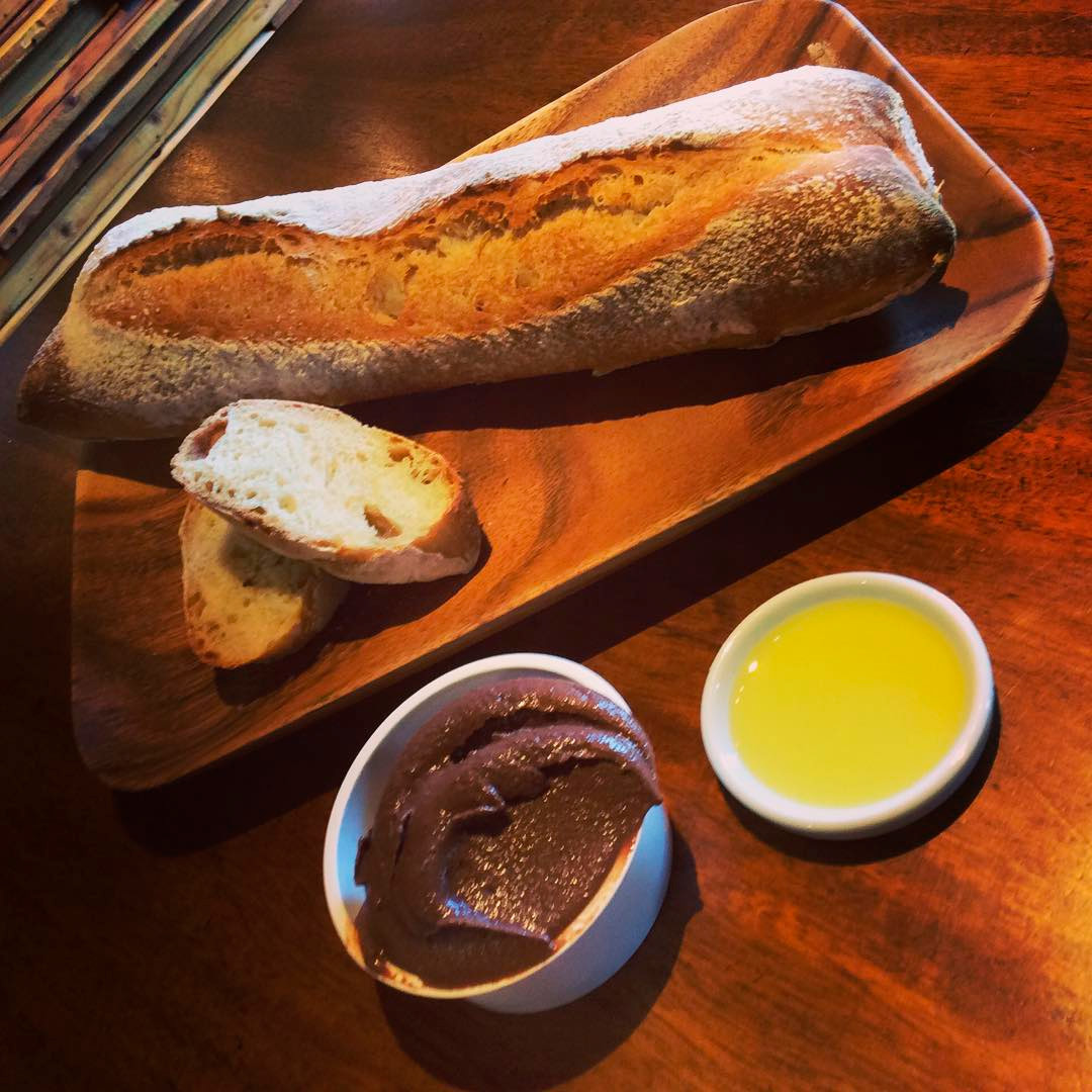 自家製パンとトッピングジェラート